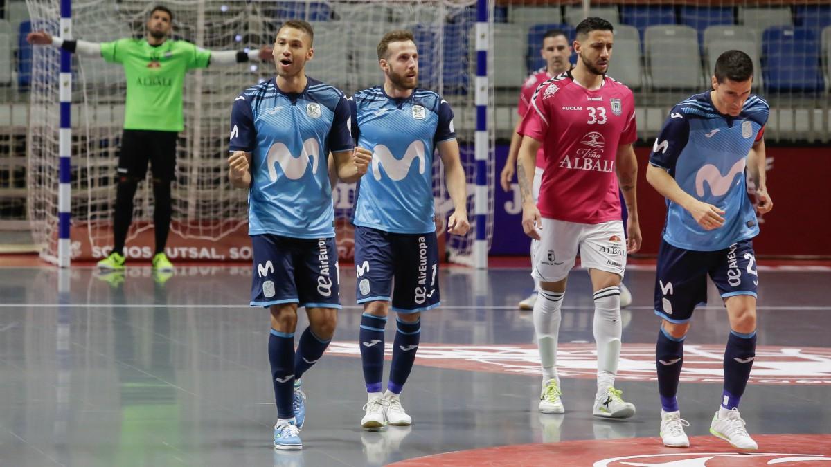Los jugadores de Inter celebran un gol en la final. (EFE)