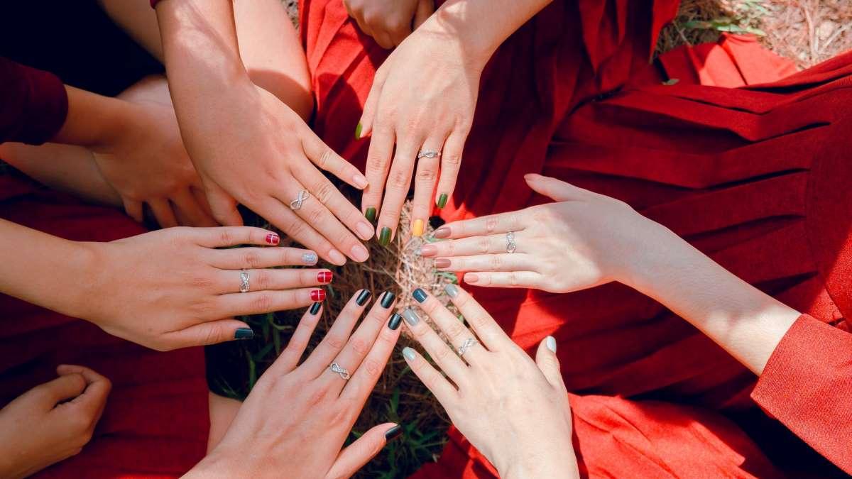 El colorido es la estrella en las manicuras este verano