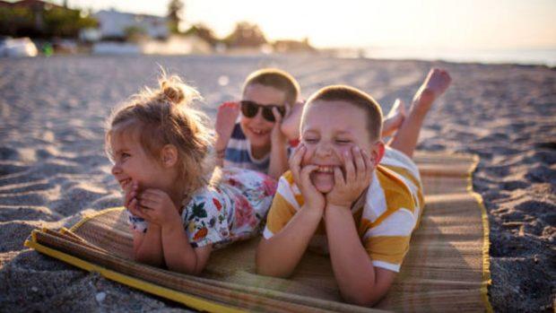 5 Juegos de playa para niños de todas las edades