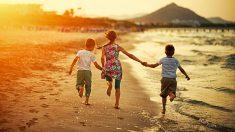 Los mejores juegos de playa para que los niños de todas las edades se diviertan