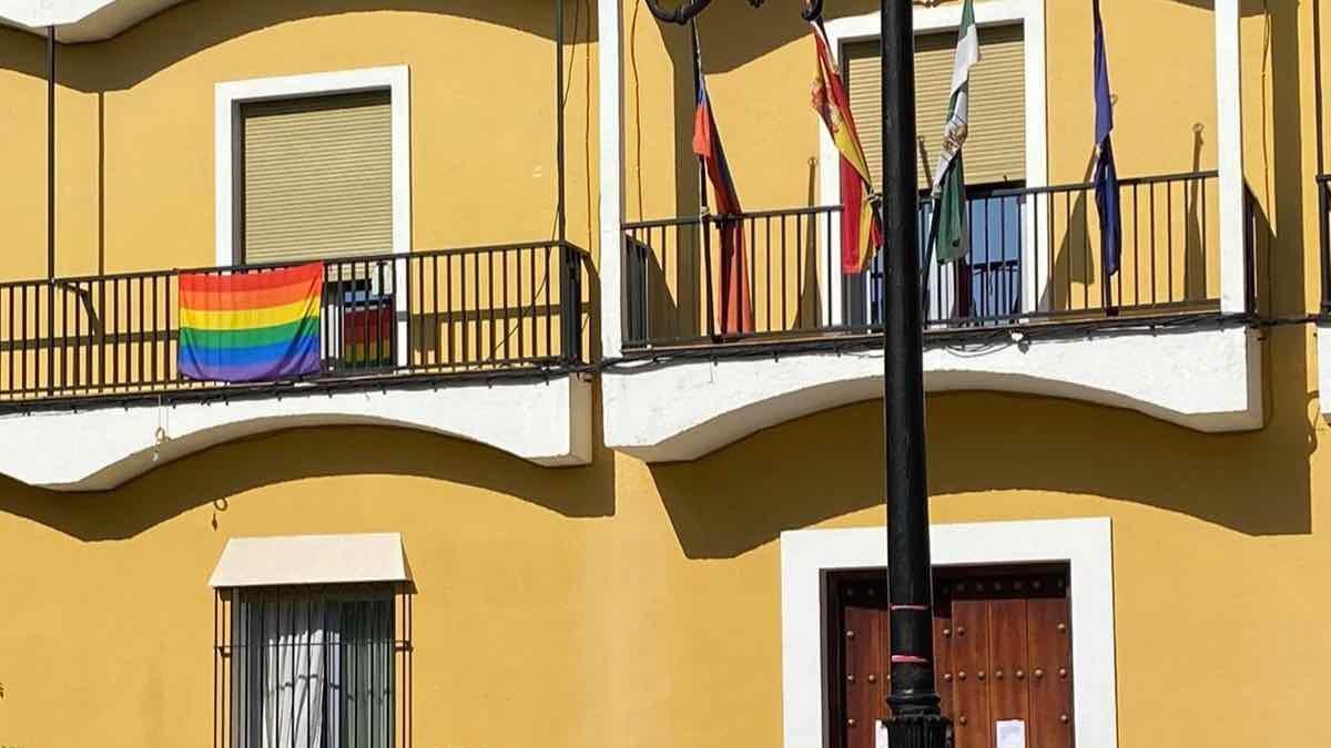 Bandera LGTBI en el Ayuntamiento de Mairena.