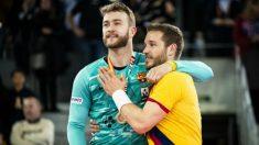 Pérez de Vargas y Víctor Tomás celebran un título con el Barcelona. (Foto: fcbarcelona.cat)