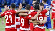Los jugadores del Granada celebran uno de los goles. (EFE)