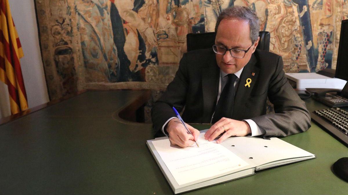 Quim Torra, presidente de la Generalitat de Cataluña, cuando firmó el nombramiento de Mariàngela Villalonga como nueva consejera de Cultura.