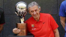 Svetislav Pesic, con el trofeo de campeón de la Liga Endesa. (ACB)