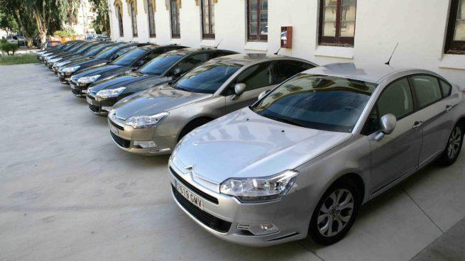 El sector del renting de vehículos reduce sus ingresos un 10% y hunde la inversión un 34%