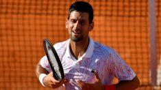 Djokovic celebra un punto en el polémico torneo que organizó. (AFP)