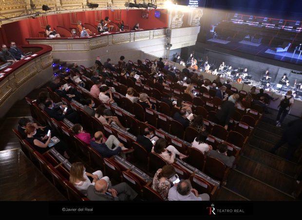 El Teatro Real reabre con la distancia social protagonizando el escenario y las mascarillas en las butacas