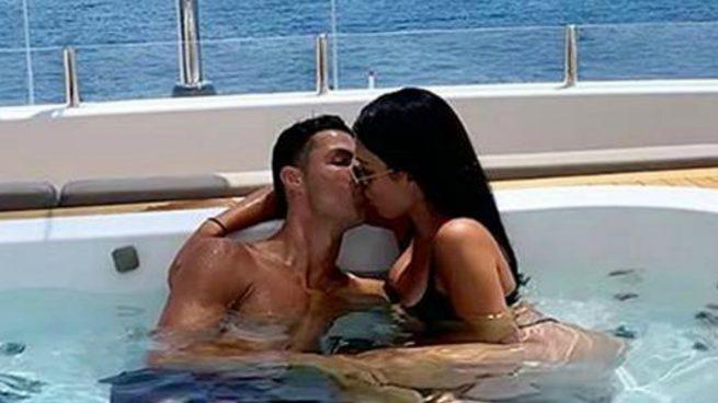 Georgina y Cristiano, en un barco.