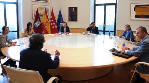 Reunión de todos los grupos municipales. (Foto: Madrid)