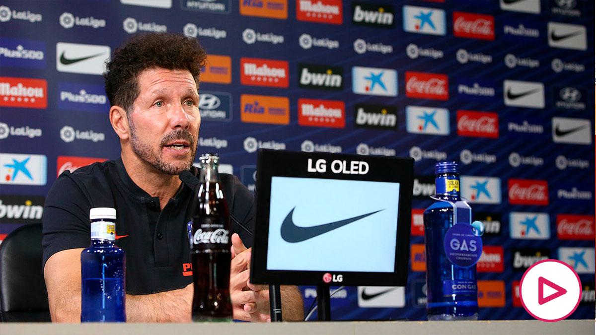 Simeone analiza el partido ante el Barcelona en sala de prensa. (Foto: atleticodemadrid.com)