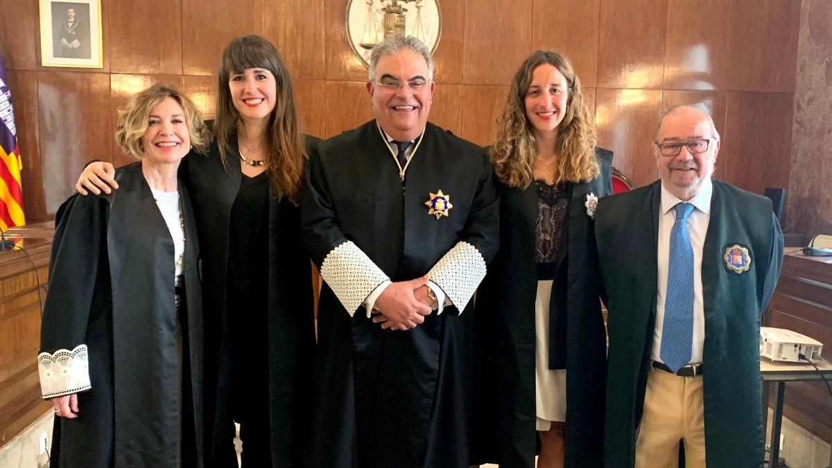 Sofía Marchena (segunda por la izquierda), tras jurar el cargo, junto a los miembros de la cúpula de la Fiscalía de Baleares.