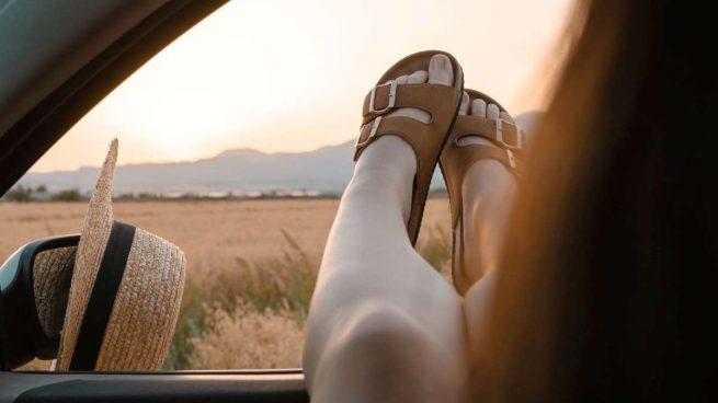 eliminar el mal olor de las sandalias