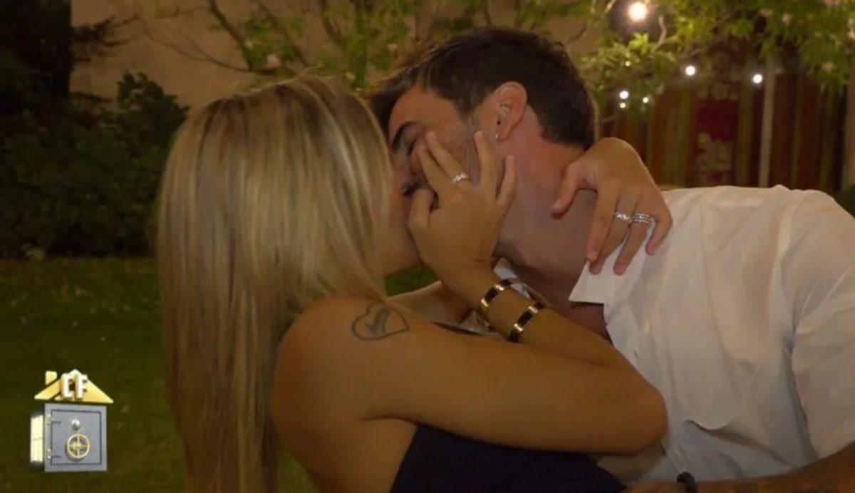 Oriana e Iván desatan su pasión en la ducha de Cristina y Ferre tras formalizar su relación