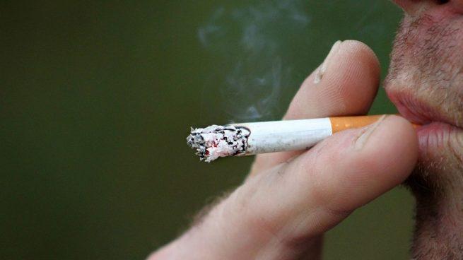 Prohibido fumar: los cigarrillos transmiten el coronavirus, según Sanidad