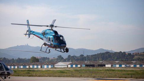 Uno de los helicópteros de la unidad Helix de los Mossos que ha sido desplegada en Lérida.