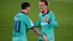 Griezmann y Messi celebran un tanto ante el Villarreal. (AFP)