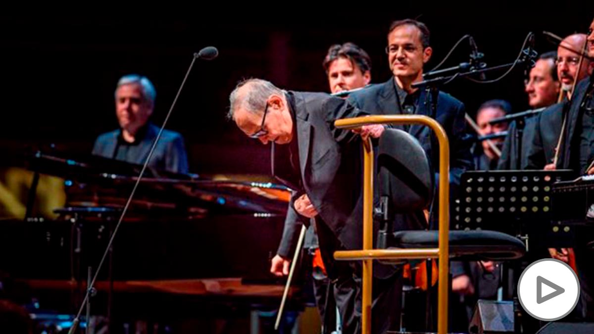 El compositor y director de orquesta italiano Ennio Morricone, durante el concierto ofrecido en el WiZink Center de Madrid. Foto: EFE