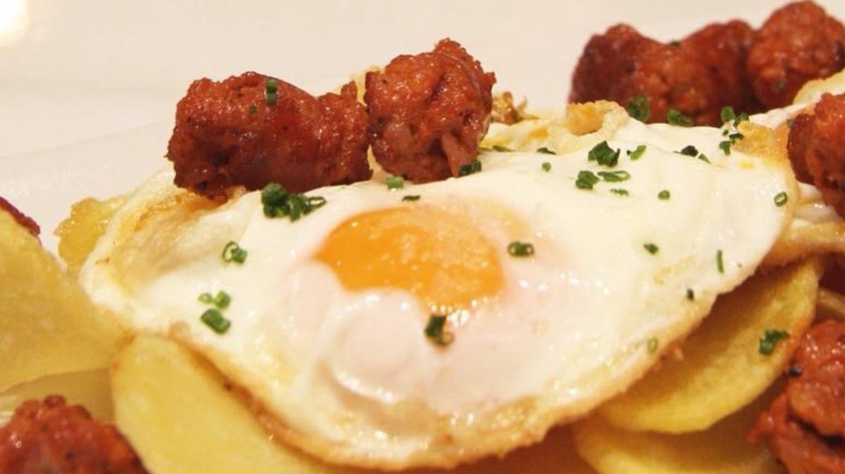 Huevos fritos con chistorra y patatas