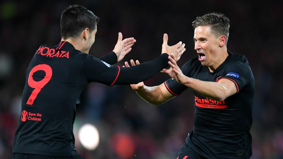 Álvaro Morata y Marcos Llorente celebran un gol en Anfied. (Getty)