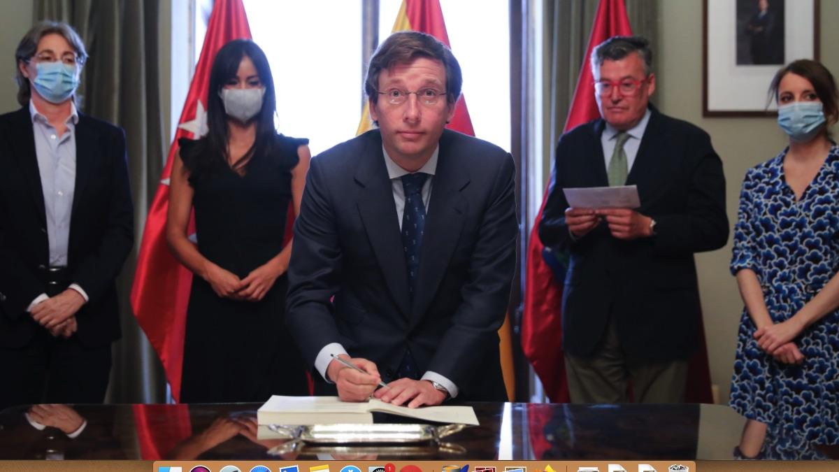 Almeida firma los Acuerdos de la Villa con toda la oposición y el apoyo de Carmena, Gallardón y Manzano