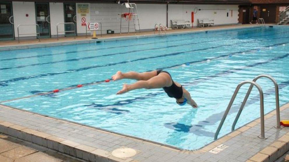 ¿Cómo iremos a la piscina este verano de forma más segura?