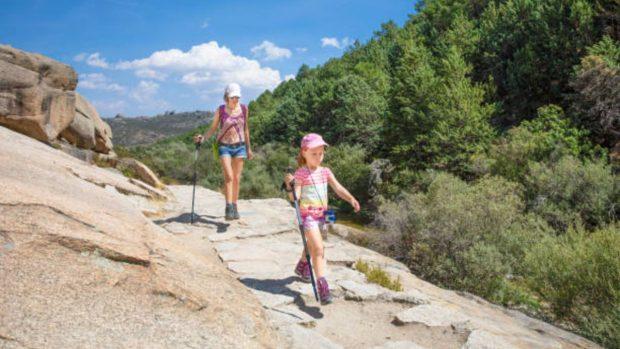 Niños en las montañas: trucos para hacerlos caminar