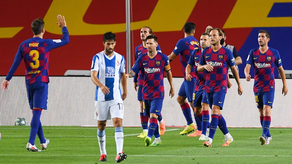 Los jugadores del Barcelona celebran el gol de Suárez ante el Espanyol. (Getty)
