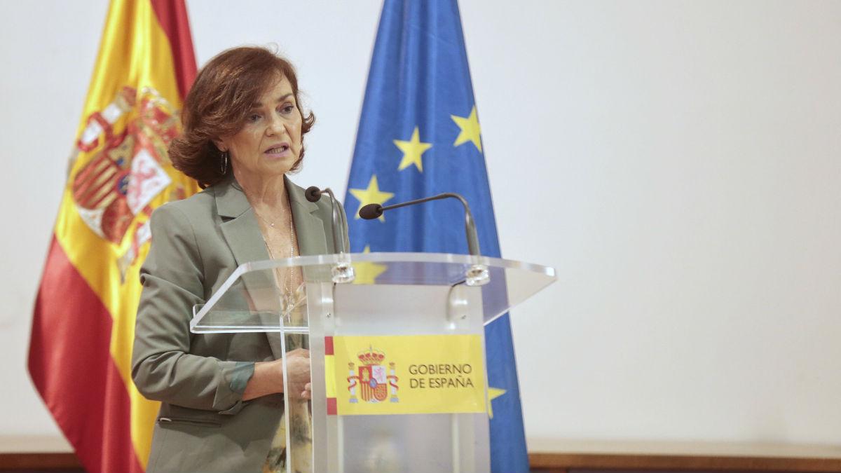 Carmen Calvo, vicepresidenta primera del Gobierno, durante la entrega de los certificados oficiales que reconocerán a cuatro víctimas de la Guerra Civil y de la dictadura franquista.