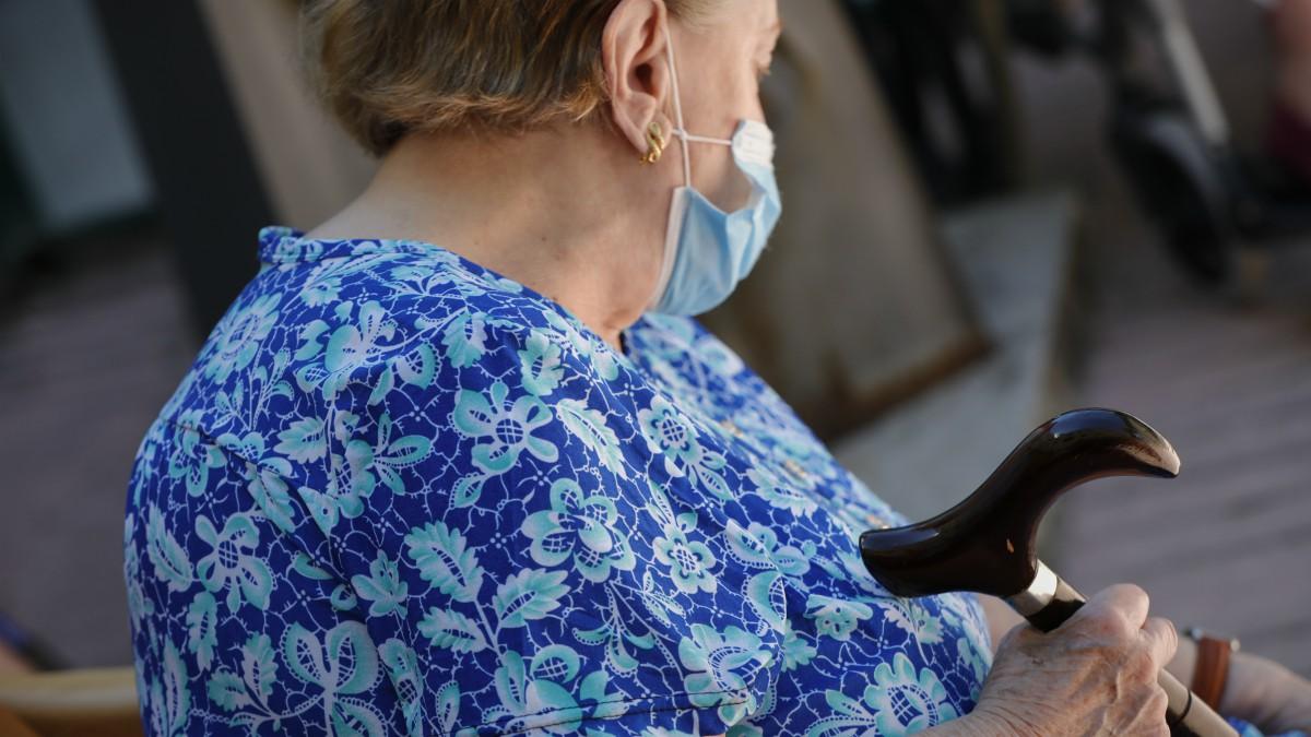 Entre las nuevas medidas de la Junta de Andalucía para luchar contra el coronavirus, Juanma Morenoha anunciado una medida especial para las personas mayores que viven en residencias: y es que se permitirá su salida desde el 22 de diciembre hasta el 7 de enero.