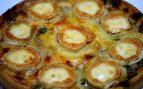 Pizza de queso de cabra y col