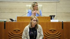 Cristina Teniente en su intervención para solicitar una comisión de investigación sobre el Covid en las residencias extremeñas. (Asamblea)