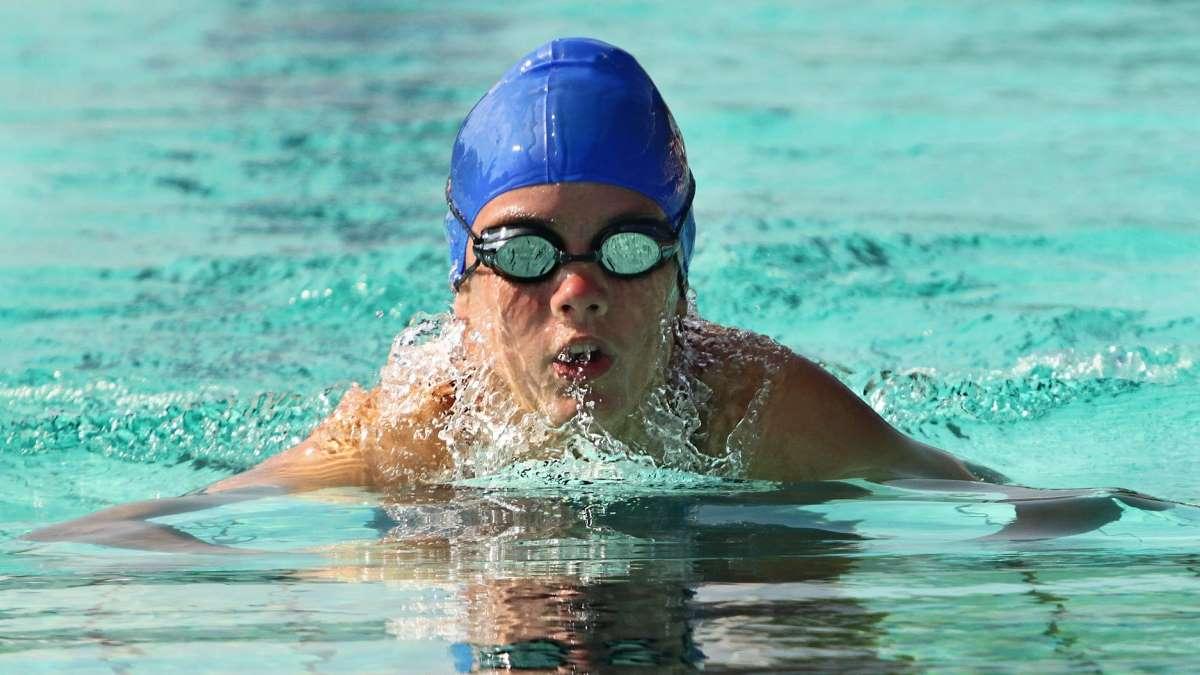 La natación es uno de los deportes más completos, y se puede practicar a cualquier edad