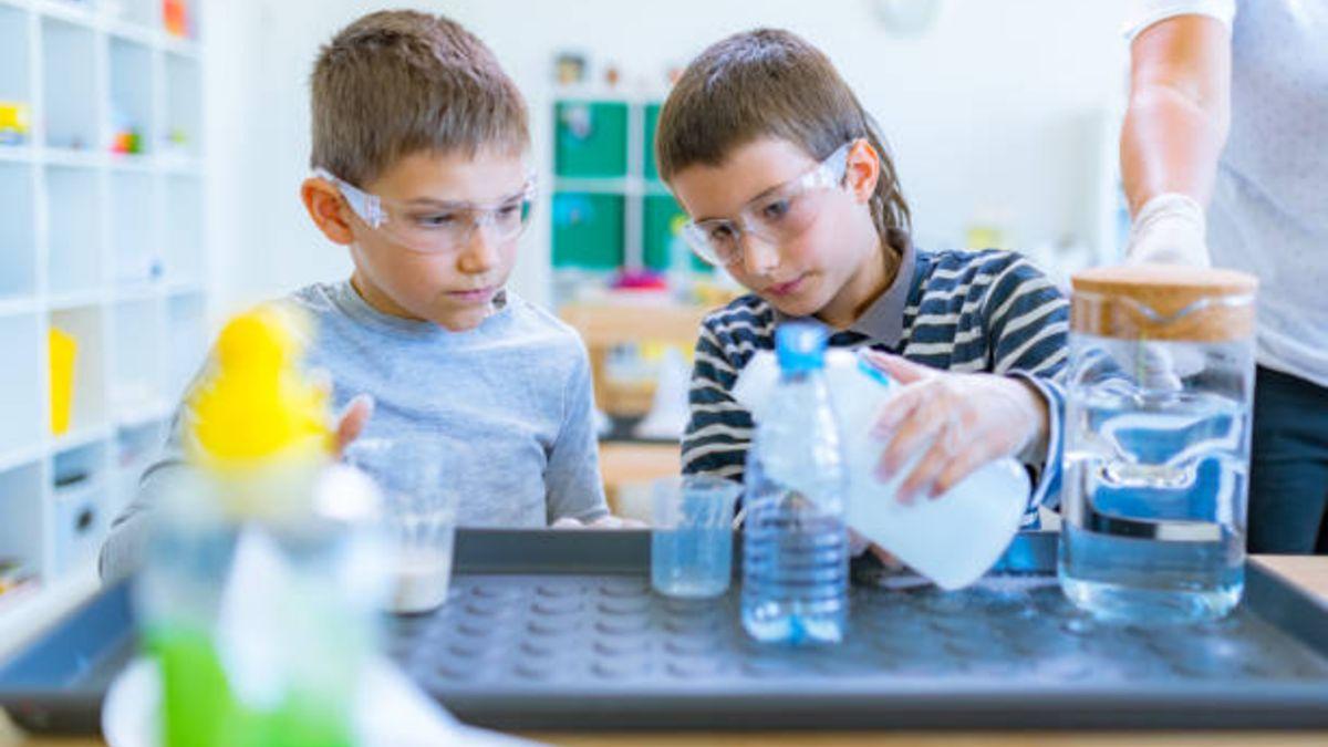 Los niños pueden divertirse con estos experimentos con agua