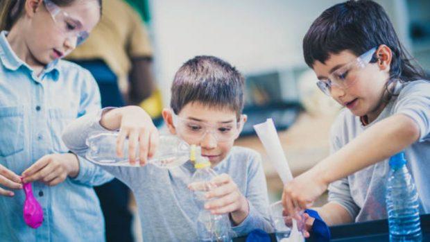 Experimentos con agua para hacer con los niños en verano