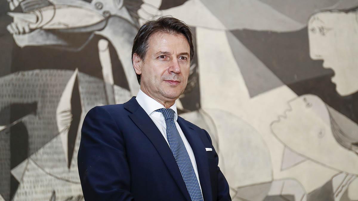 El ya ex primer ministro italiano, Giuseppe Conte, durante su visita al museo Reina Sofía.