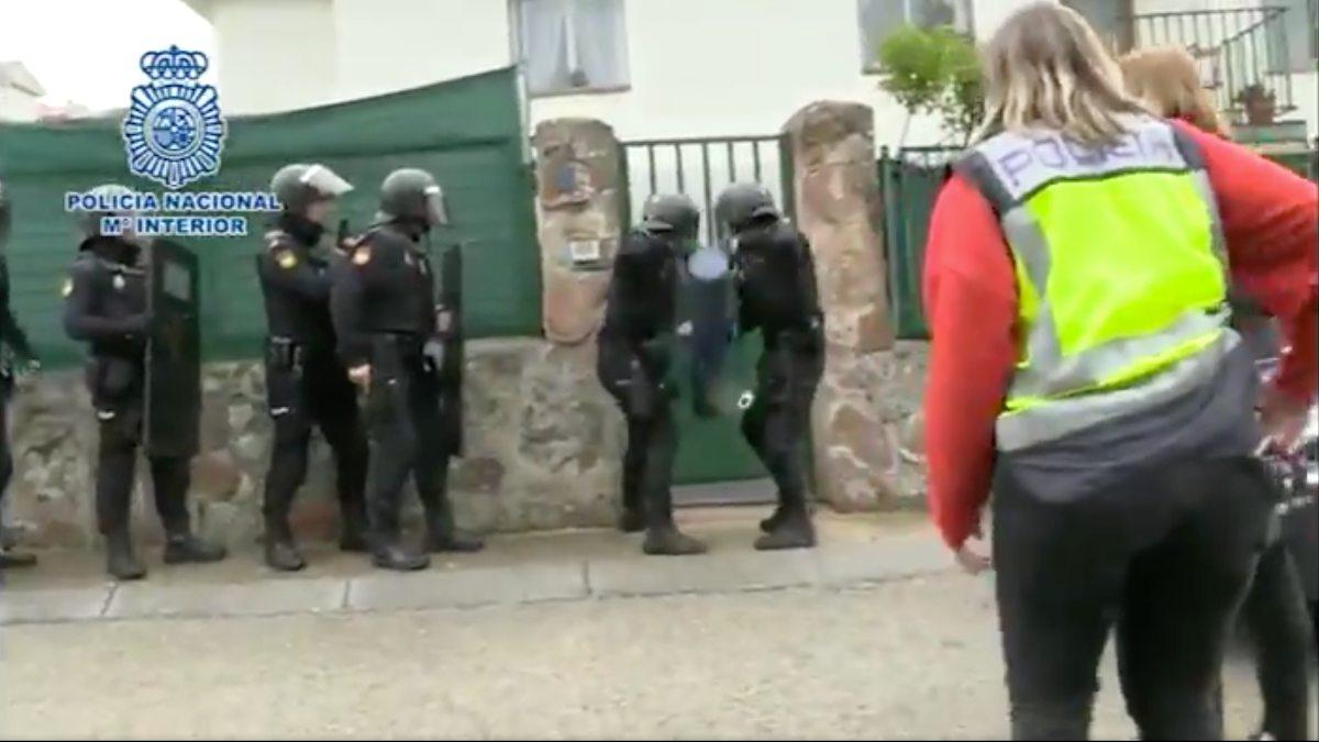 La Policía Nacional durante la operación en Madrid