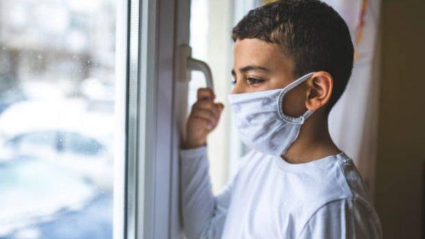 Un nuevo estudio revela que el coronavirus puede causar daños cerebrales en los niños
