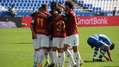 Los jugadores del Extremadura celebran un gol ante el Deportivo. (Foto: extremaduraud.com)
