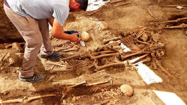 La Diputación de Cádiz (PSOE) continuará destinando fondos a las exhumaciones en plena crisis
