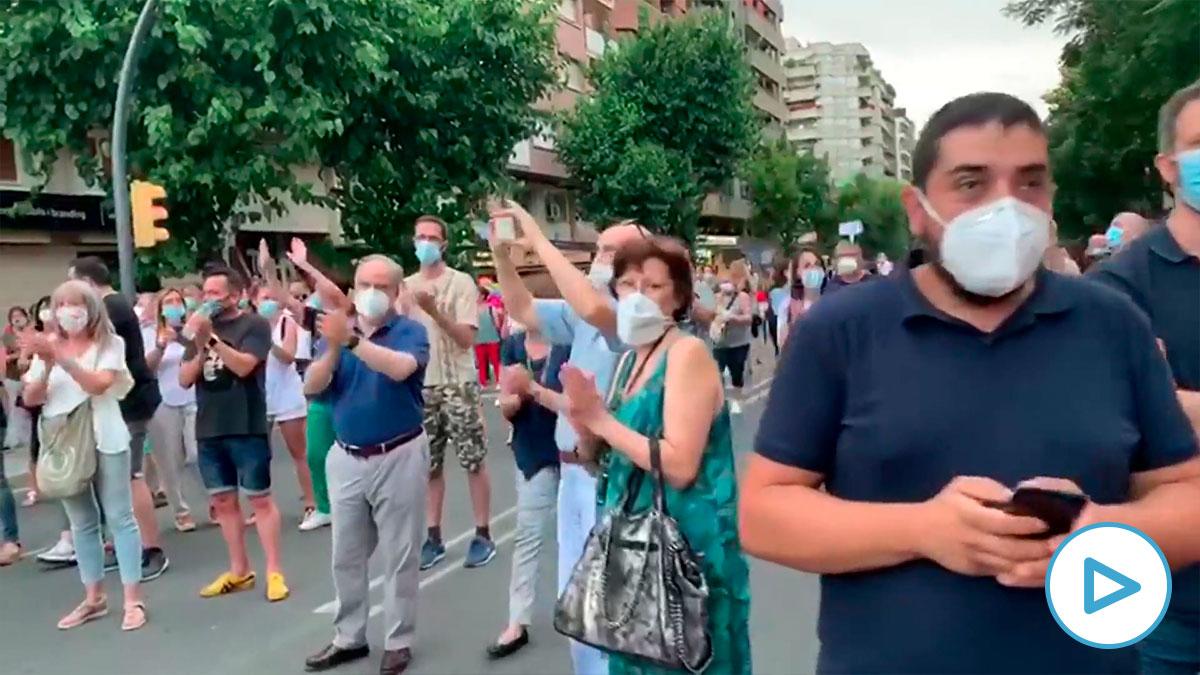 Más de 300 personas protestan en las calles de Lérida contra la orden de confinamiento de Torra