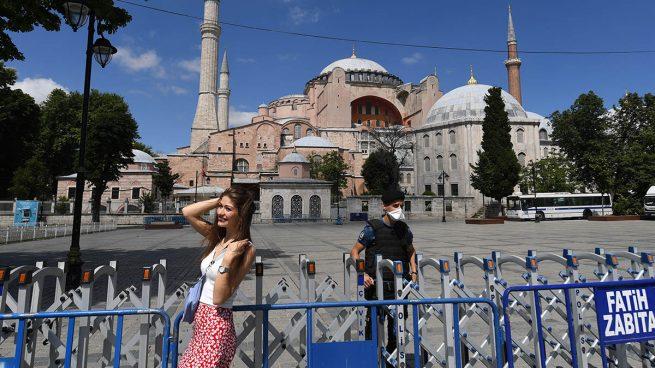Turquía cierra Santa Sofía a los visitantes para preparar su reconversión en mezquita