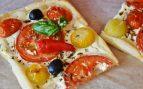 Receta de coca de hojaldre con tomates y Philadelphia