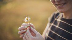 El color adecuado en las uñas puede mostrar un tono más bonito en la piel