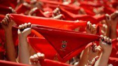 El pañuelo rojo es pieza imprescindible en el atuendo de los sanfermines