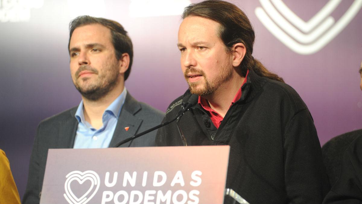 Alberto Garzón, ministro de Consumo y líder de IU, junto a Pablo Iglesias, vicepresidente segundo del Gobierno y secretario general de Podemos. (Foto: Europa Press)