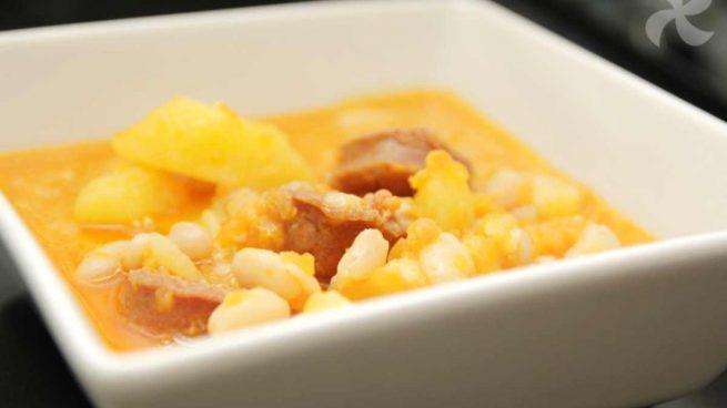 Alubias guisadas con calabaza, jamón y patata