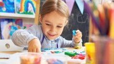 Todos los pasos para hacer plastilina casera para los niños con pegamento