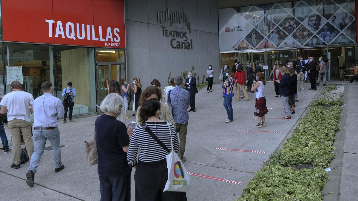 Entrada a los Teatros del Canal durante su reapertura tras el parón por el coronavirus.