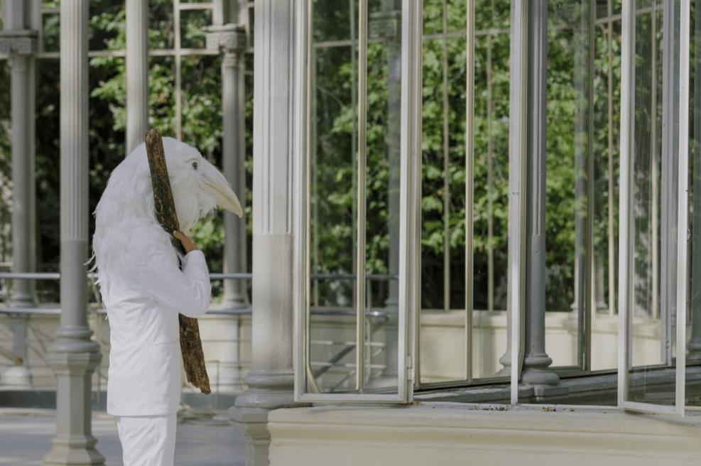 El Palacio de Cristal de Madrid se llena de «libertad» con recreaciones florales de Petrit Halilaj